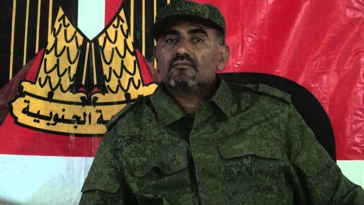 الزبيدي يلتقي بقيادات عسكرية جنوبية بهدف تشكيل جيش متمرد على الشرعية