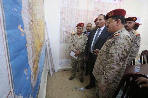 نائب رئيس الوزراء ورئيس هيئة الاركان يتفقدا مركز القيادة والسيطرة بوزارة الدفاع بمأرب