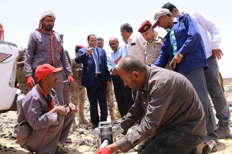 جباري يتفقد سير عمل الفرق الهندسية في اصلاح خطوط نقل طاقة الكهرباء الغازية