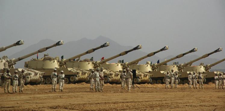مراقبون: الاوامر الملكية السعودية تهدف إلى تحقيق إنجازات عسكرية كبيرة في طريق الحسم مع الحوثيين وصالح.