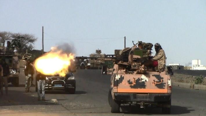 الجيش الوطني يضيق الخناق على المليشيات الإنقلابية في معسكر خالد غرب تعز