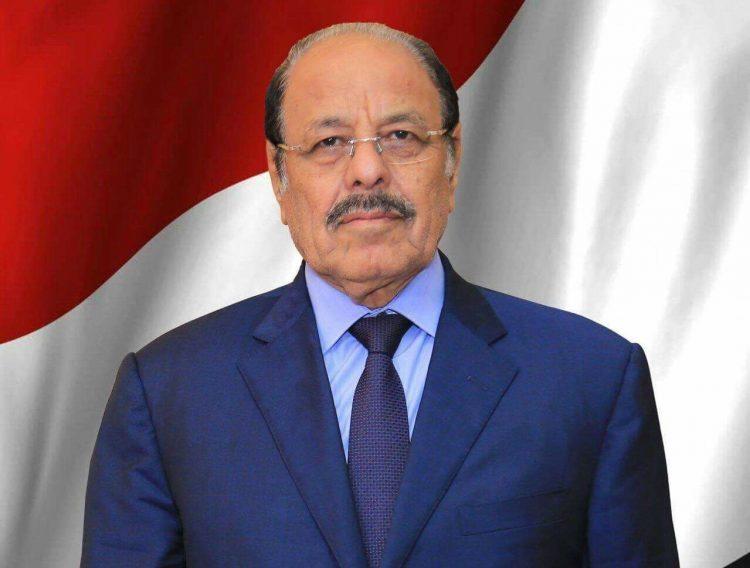 الفريق علي محسن الاحمر يبارك انتصارات الجيش الوطني في تعز