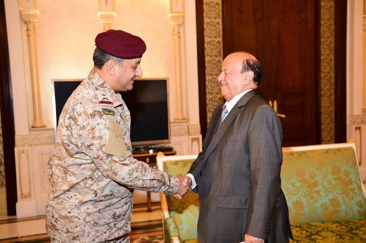عقب سقوط مروحية عسكرية في مأرب.. رئيس الجمهوري يلتقي نائب قائد القوات البرية السعودية