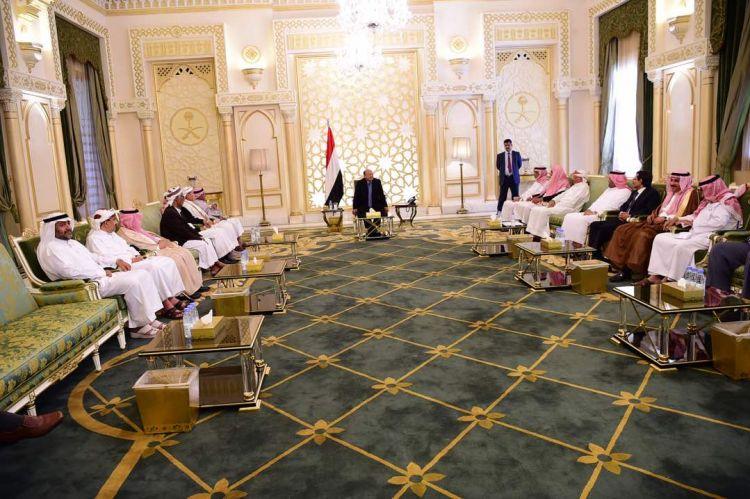 لدى استقباله وفدا من ابناء حضرموت.. رئيس الجمهورية يؤكد على وحدة اللحمة الوطنية وصولاً الى انهاء تداعيات الانقلاب
