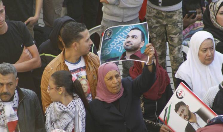 """الاسرى الفلسطينيون يبدأون """"انتفاضة السجون"""" بالاضراب المفتوح عن الطعام"""