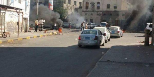 احتجاجات في عدن بسبب انقطاعات الكهرباء