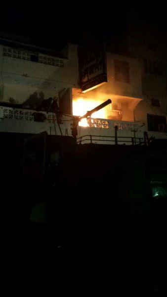 عدن: عاجل.. مجموعة مسلحة تحرق مقر الاصلاح (صور)