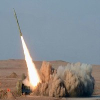 الدفاعات الجوية العربية تعترض صاروخا باليستيا في المخا ومقتل عشرات الانقلابيين بمواجهات مع قوات الجيش