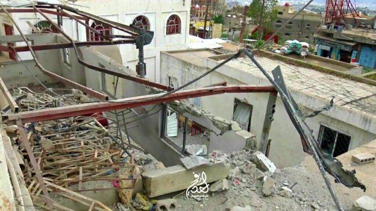 الانقلابيون يقصفون المستشفى العسكري ويدمرون مسجده