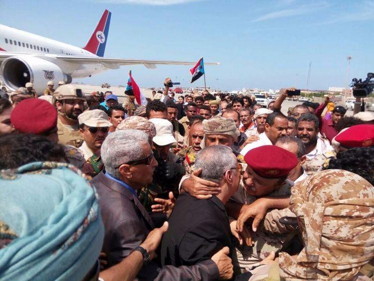 """عاااجل ..شاهد بالصورة حفاوة الاستقبال لمحافظ """"عدن"""" الجديد بمطار عدن"""