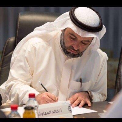 """إعلامي سعودي يهاجم مستشار ابن زايد: """"الرئيس اليمني رئيس دولة وليس وزيرا عندك"""""""