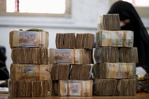 استمرار ارتفاع صرف العملات الاجنبية مقابل الريال اليمني اليوم الاثنين 23-3-2020 في عدن وصنعاء