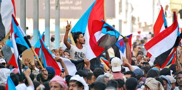 """الامارات تمول """"المتمردين"""" على الشرعية في تظاهرة يوم غدا في عدن"""