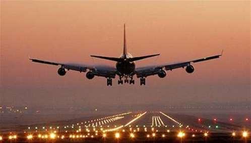 بن دغر يوجه بسرعة إنجاز مدرج مطار عدن وبوابته والمشاريع الأخرى