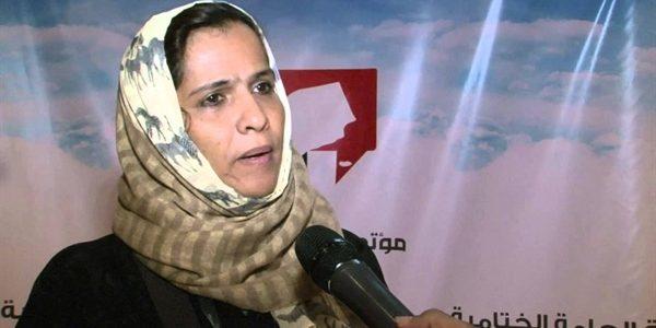 وزيرة في حكومة الانقلاب تتعرض للضرب من قبل الحوثيين