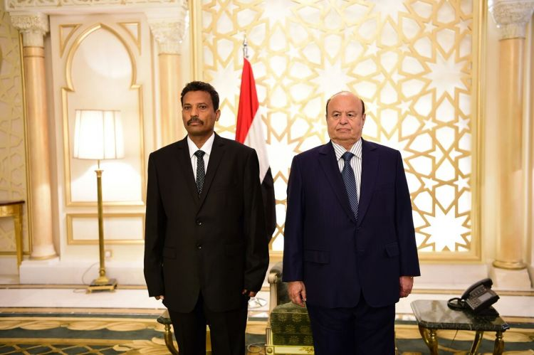 محافظ ابين وعدد من اعضاء مجلس الشورى يؤدون اليمنين الدستورية امام رئيس الجمهورية