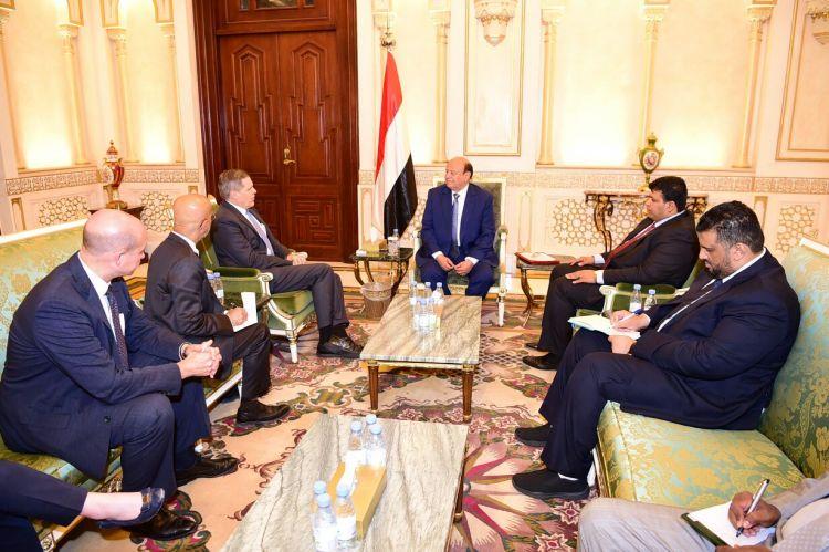 الرئيس هادي يستقبل السفير الامريكي لدى اليمن