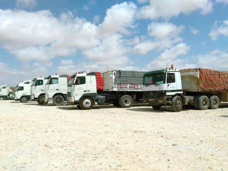 وصول 78 قاطرة محملة بالمساعدات الغذائية من سلطنة عمان إلى المهرة