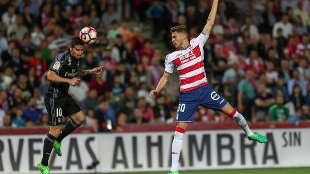 برشلونة وريال مدريد يواصلان مطاردة بعضهما البعض