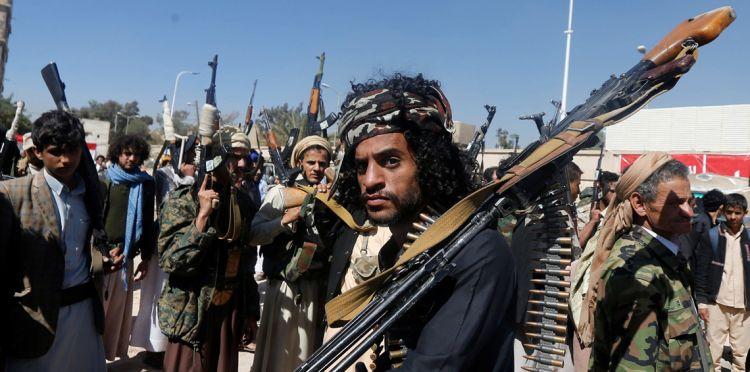 ارتفاع حدة لتوتر بين شريكي الانقلاب بعد اقالة الحوثيين لقائد عسكري موالي للمخلوع