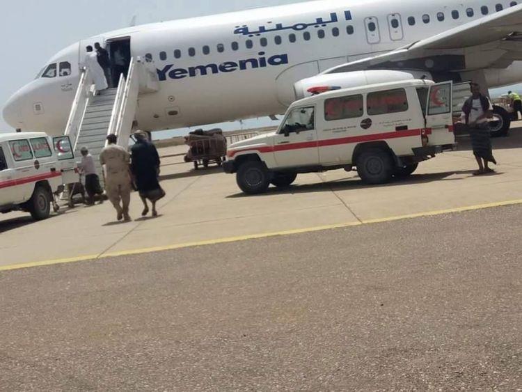 طائرة تحمل على متنها مبالغ مالية تصل مطار عدن الدولي