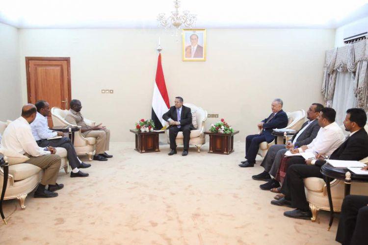 """رئيس الوزراء ومحافظ عدن يلتقيان مدراء مكاتب الأمم المتحدة """"اوتشا""""ومنظمة الصحة العالمية واليونسيف"""