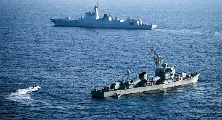 التحالف يعلن تعرض سفينة اماراتية لهجوم صاروخي في ميناء المخا