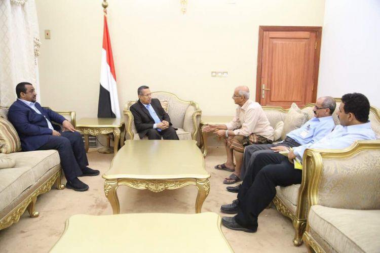 رئيس الوزراء يحث طيران اليمنية على زيادة عدد رحلاتها