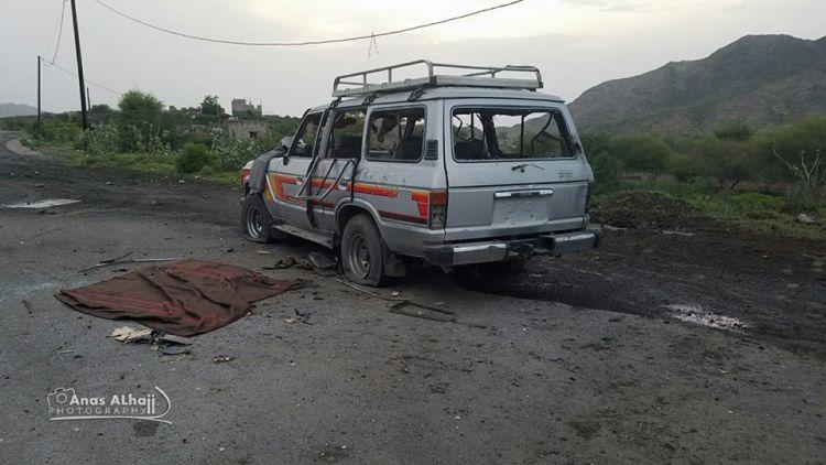 مقتل واصابة ثمانية مسافرين على يد المليشيات الانقلابية غرب تعز