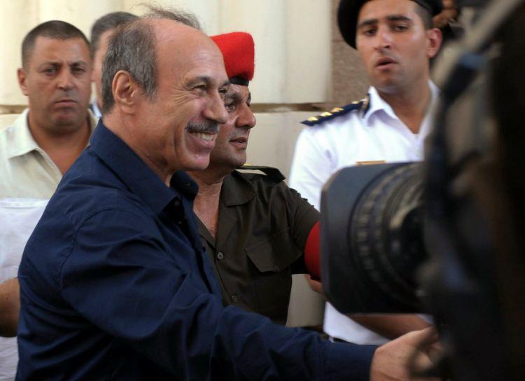 """طائرة عسكرية نقلته إلى أبو ظبي.. مسوؤل مصري كبير"""" هرب سرا إلى الإمارات"""" !"""