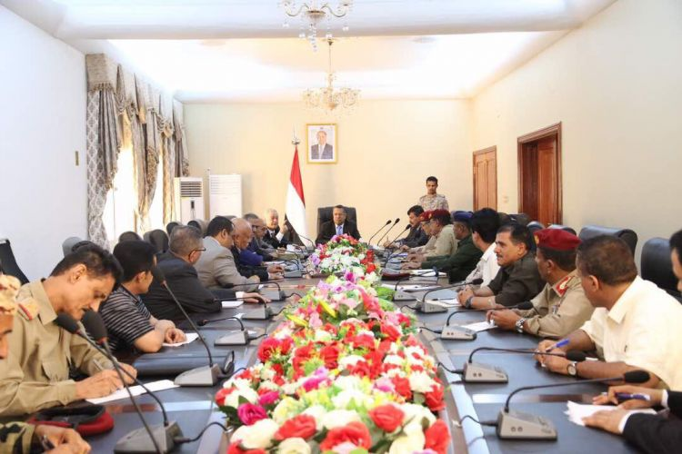 رئيس الحكومة يرأس اجتماعي رفيعي المستوى في عدن كرس لمناقشة الأوضاع في عدن