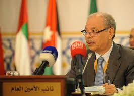 """مسؤول في الجامعة العربية يعلن وفاة السفير الجزائري """"احمد بن حلي"""""""