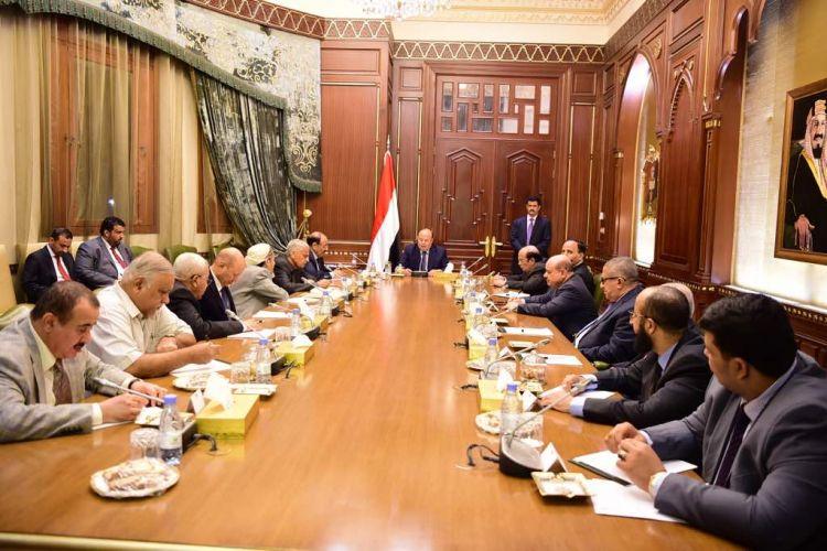 الرئيس هادي يرأس اجتماعاً لمستشاريه بحضور نائبه