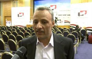 بالإسم والصورة .. هذا هو القيادي الحوثي الذي نهب 9 مليار ريال وحرم الموظفين من رواتبهم
