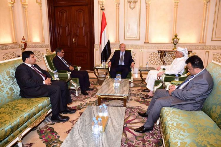 الرئيس هادي يستقبل محافظ حضرموت وقائد المنطقة العسكرية الاولى