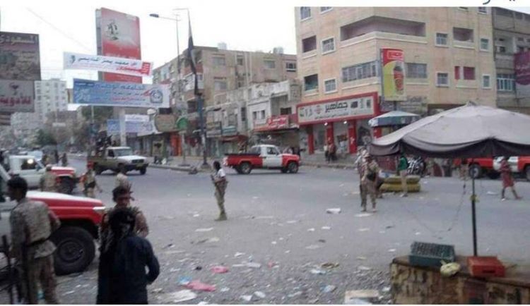 """عاجل : قوات الشرطة بتعز تتسلم غزوان المخلافي وتنتظر تسلم المتهمين من طرف ابو العباس """" صور"""""""