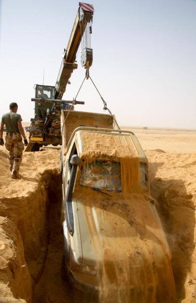 حقيقة اكتشاف 100 طقم مدفونة في صحراء مأرب (صور)