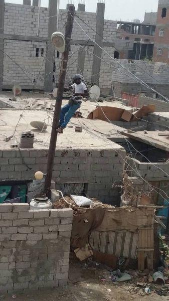عدن : الكهرباء تنفذ حملة تفتيش لإزالة جميع الربط العشوائي في المدينة