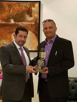 قناة الجزيرة تكرم شخصيات يمنية دأبت في مهاجمة دول الخليج