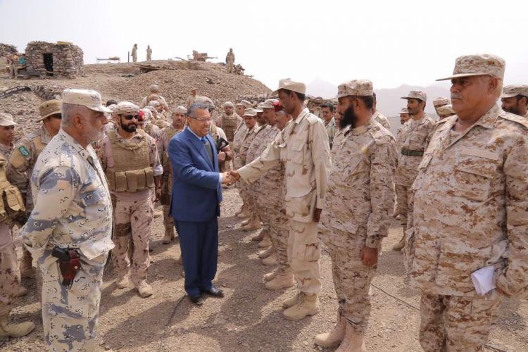 رئيس الوزراء يزور جبهة كرش في لحج – صور