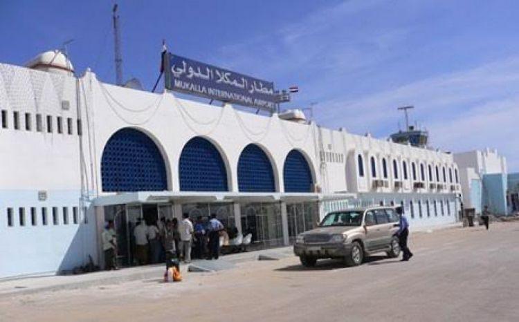 اساليب التحقيق وفضاعات التعذيب.. معتقل سابق في مطار الريان يكشف هول انتهاكات القوات الإماراتية