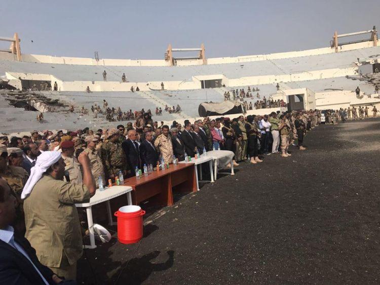قبل قليل ..رئيس الوزراء يصل محافظة أبين مع عدد من أعضاء الحكومة (صورة)