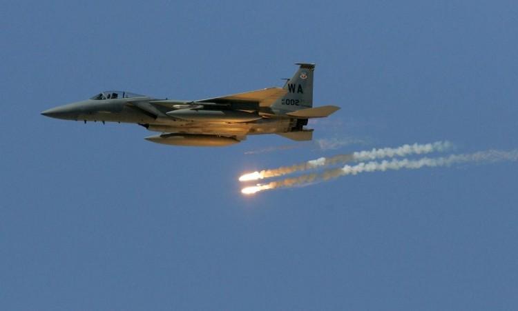 طيران التحالف يستهدف معسكرات تابعة للمخلوع في سنحان