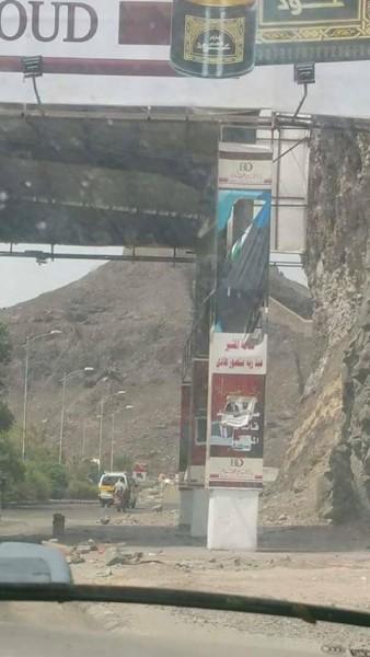 جنود يتبعون الزبيدي يمزقون صور رئيس الجمهورية بالعاصمة المؤقتة عدن!!