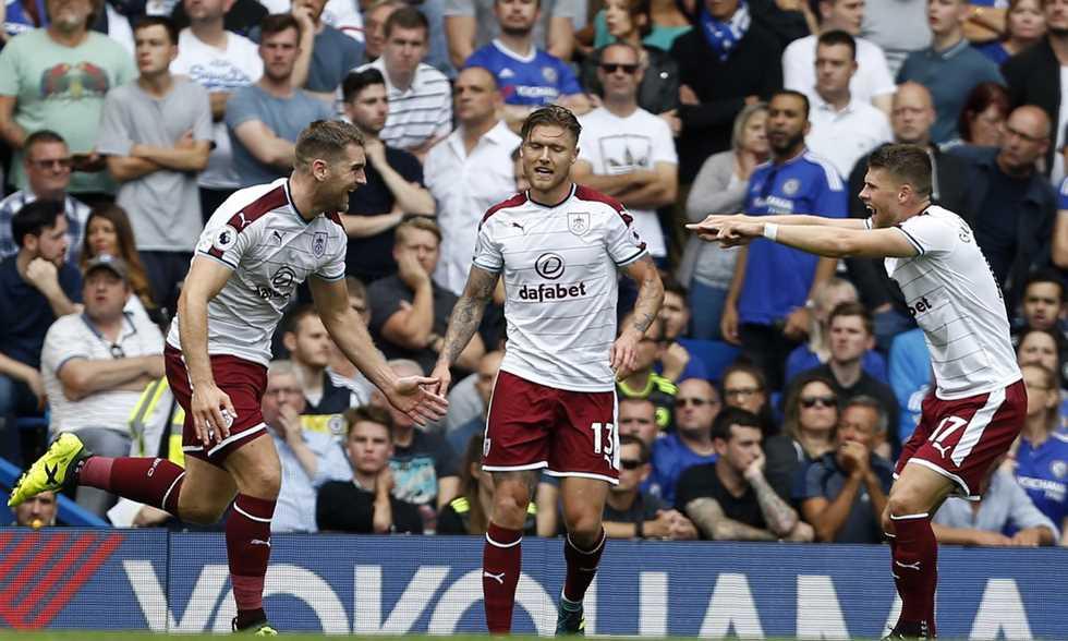 تشيلسي يخسر من بيرنلي في الجولة الأولى من الدوري الإنجليزي.