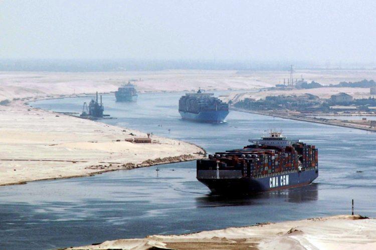 دبي تسيطر على قناة السويس فهل تسعى لتنميتها أم للهيمنة عليها؟