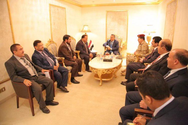 بن دغر يلتقي عدد من المسؤولين ويؤكد على ضرورة تحقيق النصر ودحر مليشيا الحوثي وصالح