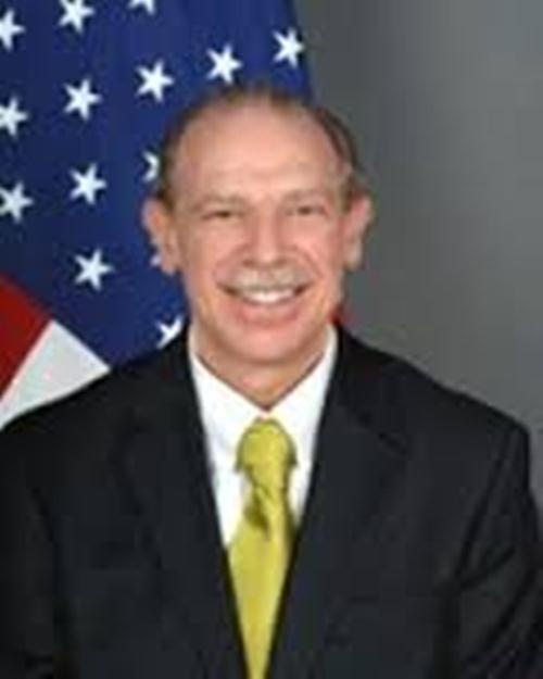 دبلوماسي أمريكي : عودة صالح إلى السلطة كارثة أكبر من الكارثة الحالية في اليمن