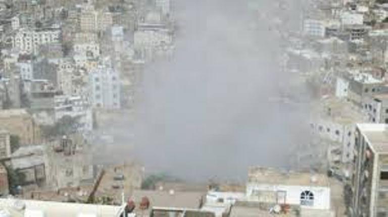 مقتل وإصابة 10 مدنيين بقصف للمليشيات الانقلابية على حي سكني غرب تعز