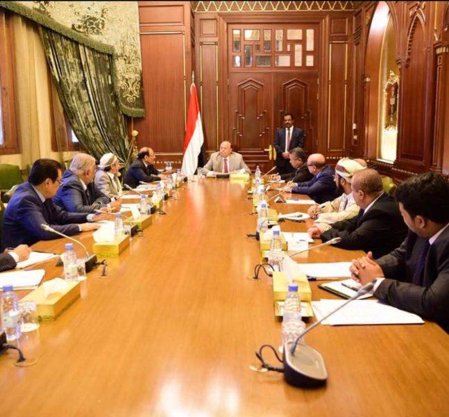 رئيس الجمهورية يترأس اجتماعاً بمستشاريه